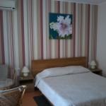 Отдых в Судаке без посредников, гостевой дом Фиалка 2-х местный номер №5 с видом на гору Перчем, с балкона вид на море